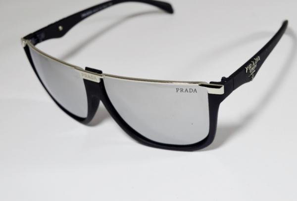 316c50bce Óculos de sol de famosa grife italiana prada modelo esportivo na cor preta,  lente espelhada numero de código - 15293 - 63 - 14 - 135. Origem milano  Itália.
