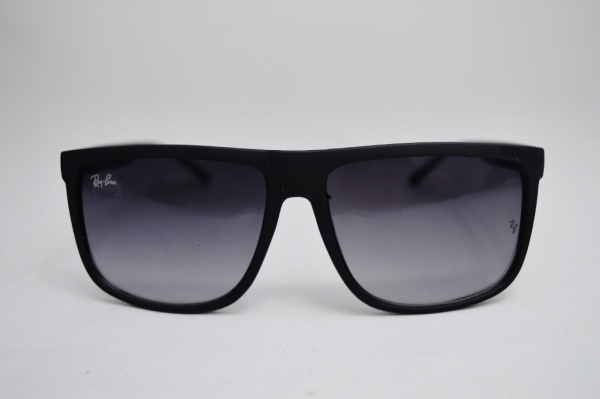 d0018cef5 Óculos de sol modelo esporte fino de famosa grife RAY BAN armação na cor  preta origem Itália sobre o numero de cogido - LZ 8137 HASTE COM APLICAÇÃO  EM METAL ...