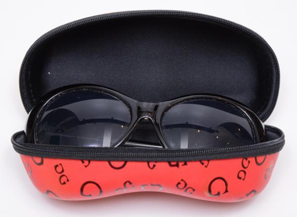 6b45b9776 Óculos de sol feminino, manufatura Guess, armação em polietileno na cor  preta, no estojo original.