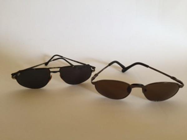 8c17f4140 2 óculos de sol esportivos vintage. 1 da marca Custom. 1 sem marca aparente  com lente UVB (marca na armação). Ambos masculinos.