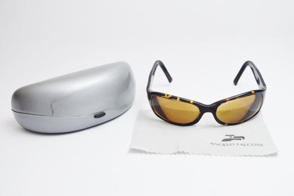 f88f618c8 ANGELO FALCONI - Óculos de sol de famosa grife, armação na padrão  tartaruga, lente de grau, acondicionado em estojo original. (ÓTIMO ESTADO  DE CONSERVAÇÃO)