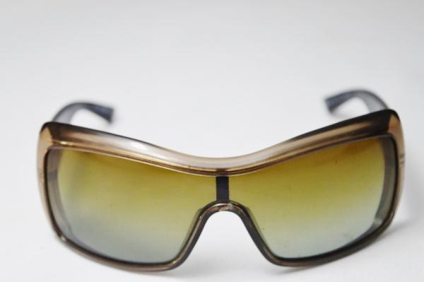 eaaf3811d EMPÓRIO ARMANI - Belissimo óculos de sol modelo esporte fino de famosa grife  .