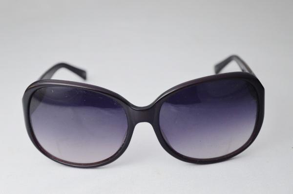 2e6d80b15 LUPA LUPA - Óculos de sol modelo esporte fino de famosa grife armação em  raro tom lilás com nuances branca hastes marcada frame acetate CR39. modelo  Premium ...