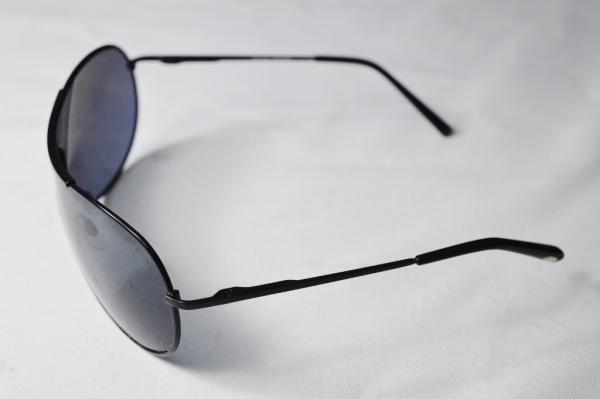 24ee74ee5 Lupa Lupa - Óculos de sol de famosa grife modelo esporte fino armação em  metal na cor preta. sobre o código LP. 4455.C4