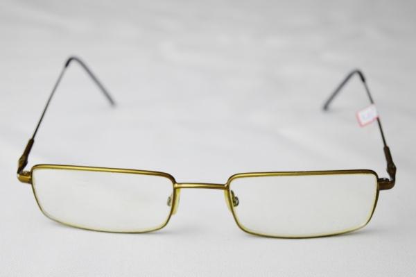 168277e08 FERRATI - Óculos modelo esporte fino armação em etal lentes de grau.