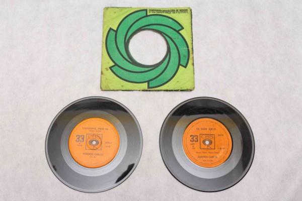 98c0d74f0 Lote composto de: 2 discos compacto vinil: Roberto Carlos, Eu Disse Adeus/  Custe o que Custar e La Ultima Casa/ Canzonne Perte. Capas avariadas