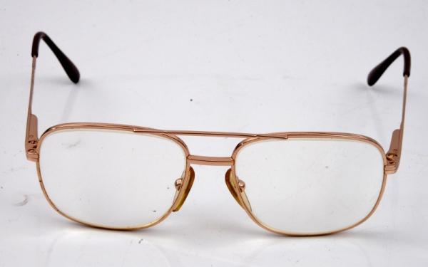 bab56b9d3 Óculos com armação francesa em metal amarelo, marca Cot