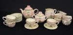 Antigo Serviço p/ chá estilo art nouveau, em cerâmica decorada, bule p/ chá (20cm), leiteira (15cm), açucareiro (14cm), 10 xícaras c/ pires p/ chá, total 23 peças.