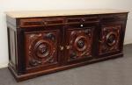 Grande buffet circa 1950 estilo eclético, em jacaranda, 03 portas entalhadas em alto relevo c/ acantos, 03 gavetas almofadadas, tampo em mármore bege c/ borda chanfrada, 198 x 49 x 85cm.