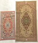 Dois tapetes belgas ao gosto persa c/ decoração floral, med. 0,88 x 0,50cm = 0,44m² e 130 x 0,70cm = 0,91m².