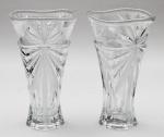 Par de vasos estilo art deco, em grosso demi cristal lapidado em palmas, alt. 25cm.