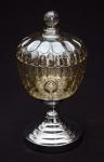 Compoteira estilo art deco, em carnival glass âmbar, base em metal prateado, alt. 28,5cm.
