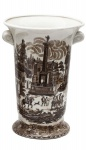 Grande vaso estilo inglês vitoriano, em porcelana bege decorada em monocromia sépia c/ paisagem florentina, med. 23 x 34cm.