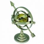 Esfera Armilar estilo art deco, em metal prateado c/ mapa mundi policromado, alt. 33cm.